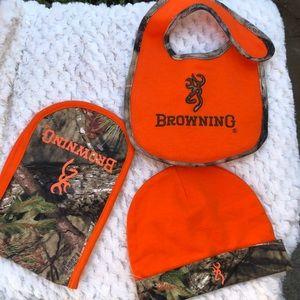 BROWNING BABY 👶 CLOTH  NEW NO TAGS